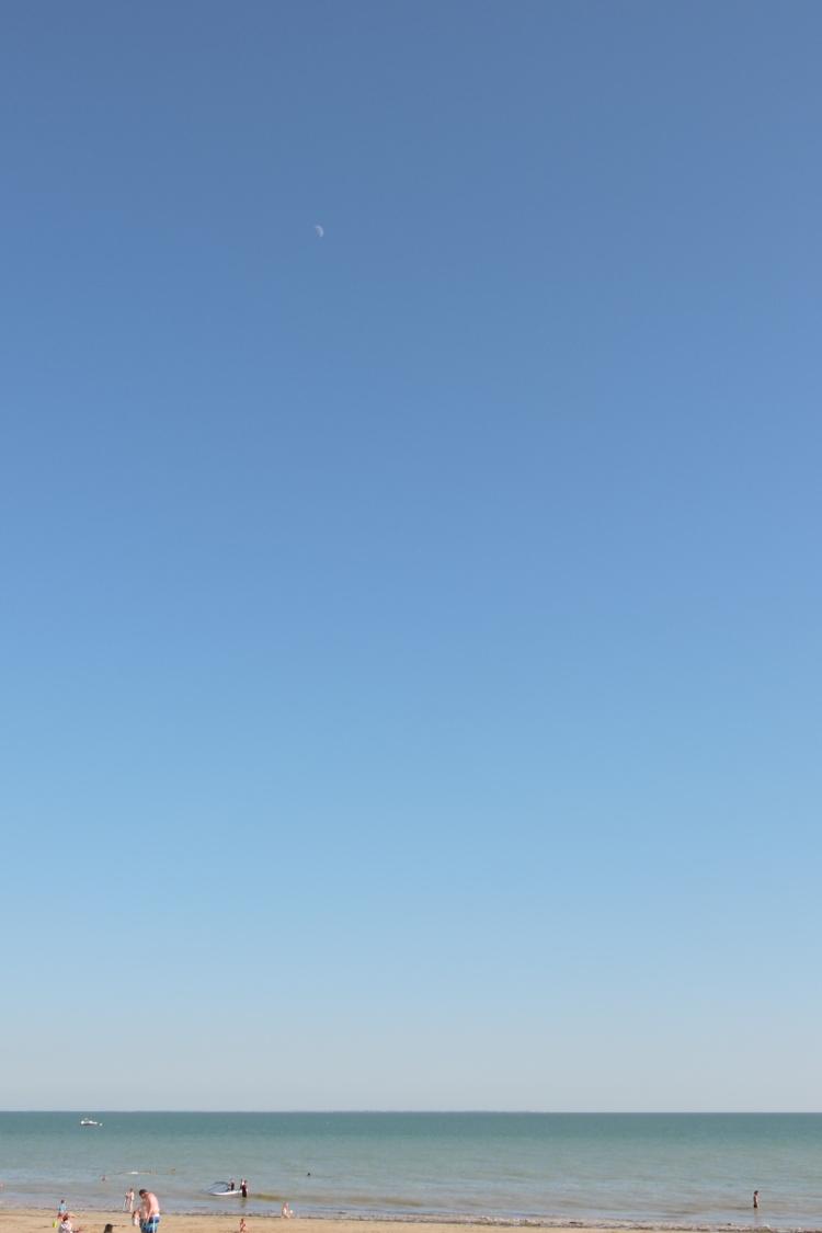 océan et  lune décroissante